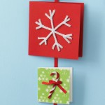 http://homeklondike.com/2011/11/19/how-to-make-your-own-christmas-cards-10-ideas/7-how-to-make-your-own-christmas-cards-10-ideas-end-pipe-cleaners/